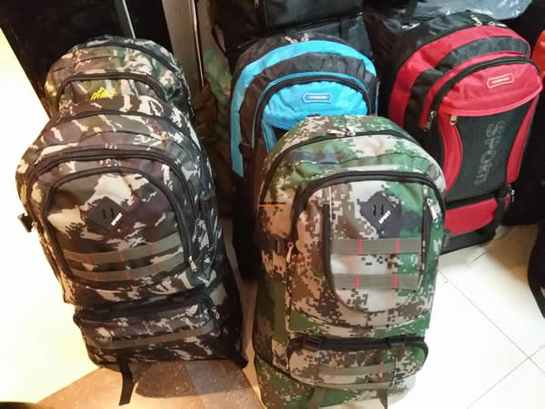 大号旅行书包2000个Two thousand large travel bags